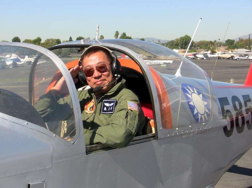 應天華熱愛飛行 多年參與洛城雙十國慶
